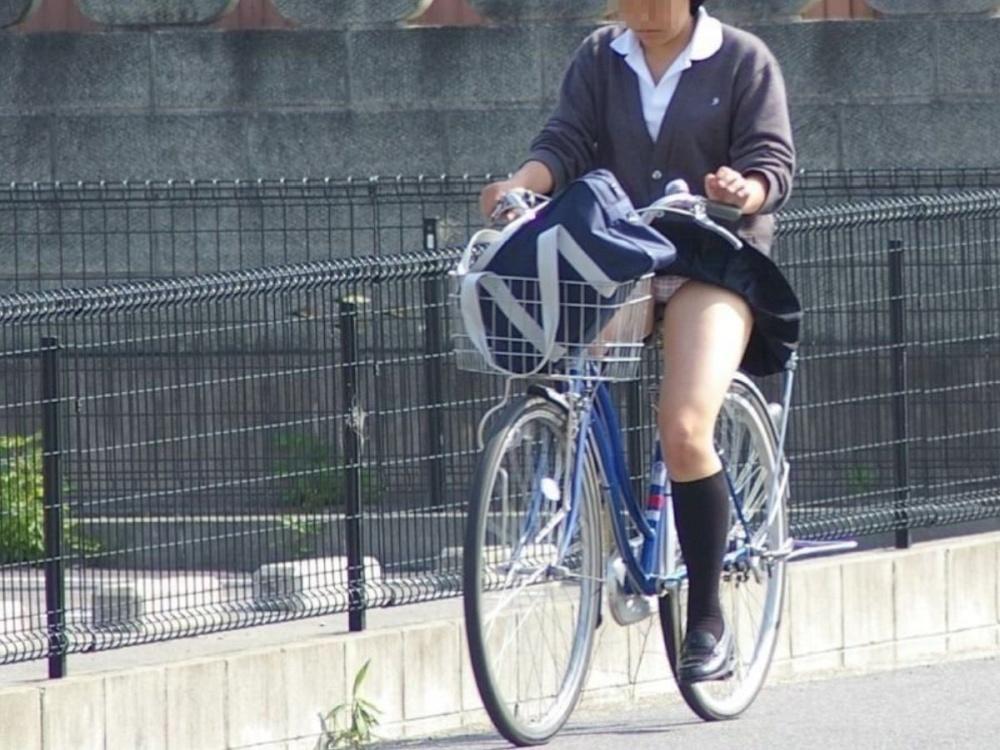 【自転車パンチラ】自転車に乗るJKって、なんでこんなに魅力的なの?