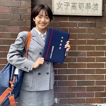 ミニスカ卒業の日 慶應女子高 慶應義塾女子高等学校