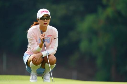 【キム・ハヌル】笑顔と太ももの美女ゴルファー