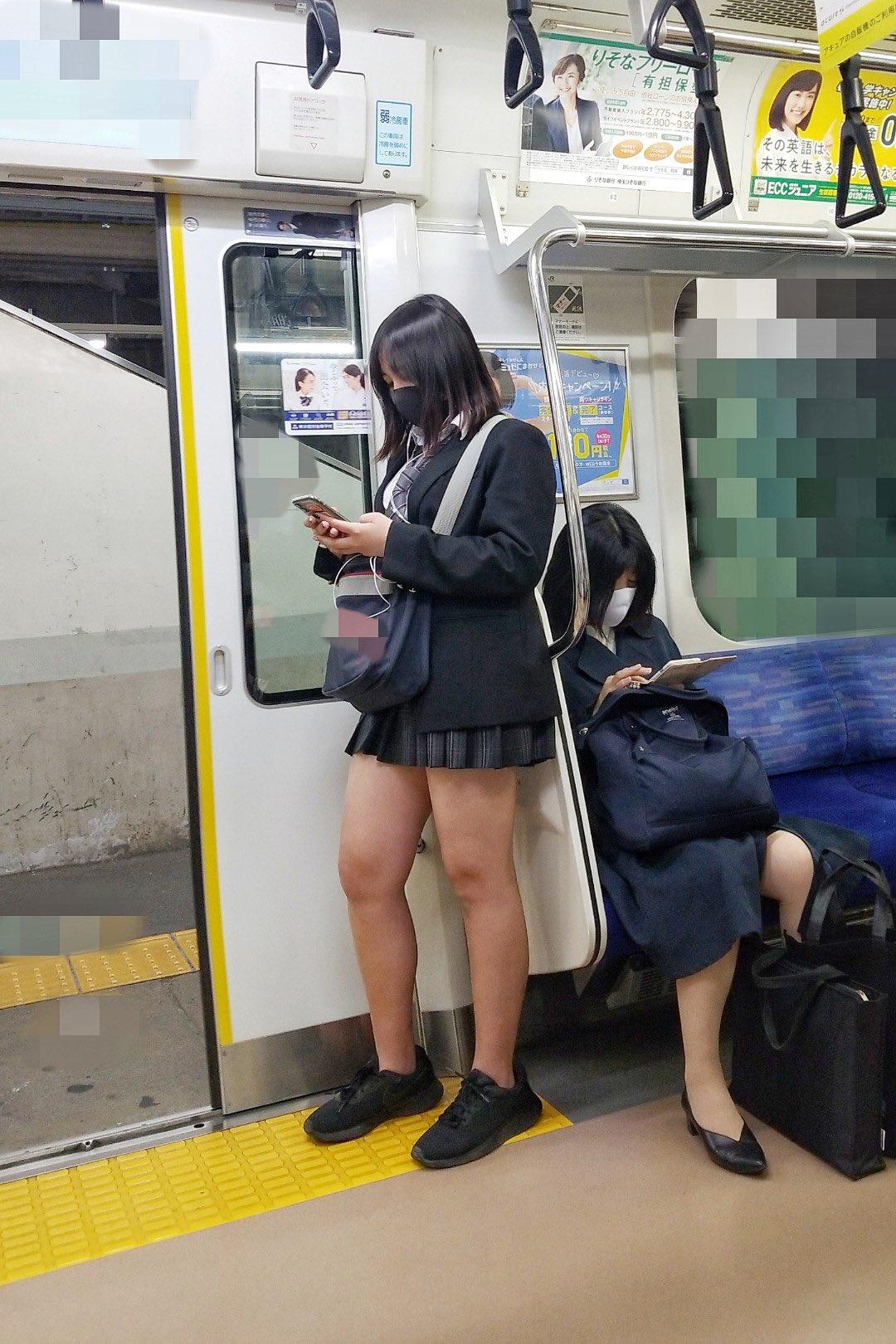 【JK】通勤電車が天国なのはJKのエロい太ももが存在するから