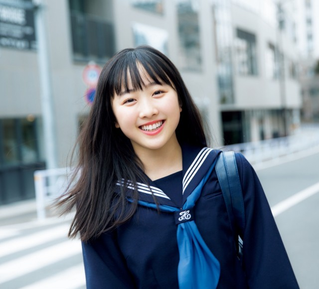 【本田望結】JKでフィギュアスケート選手の彼女が公開した制服は成長した姿を感じさせて萌える